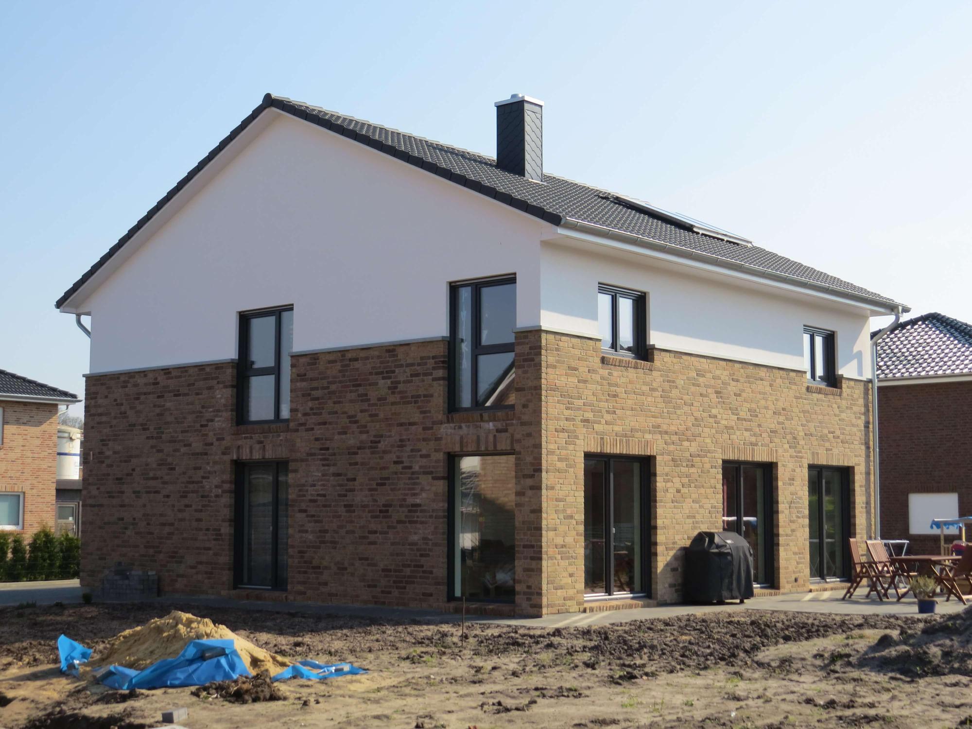 Landhaus 191 landhaus grundriss modern mit knapp 200 qm for Modernes landhaus bauen